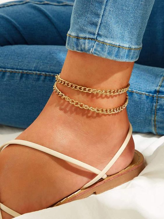 a double chunky gold chain anklet is a trendy idea just like all chunky chains now