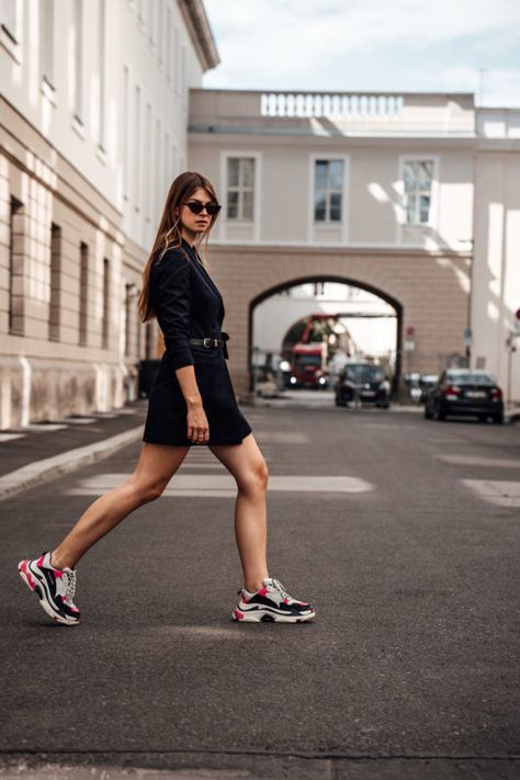 a daring look with a black blazer dress and colorful trainers for spring just wows