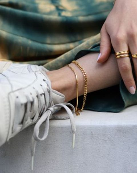 two chain anklets -a sleek and a chunky one done in gold will accentuate your look a lot