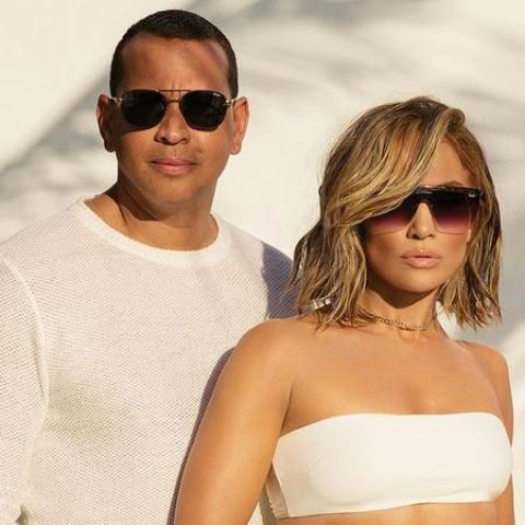 J Lo wearing awesome D-frame ombre sunglasses for an ultimately fashionable look
