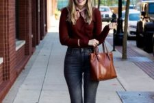 With marsala sweater, brown tote bag, rounded sunglasses and jeans