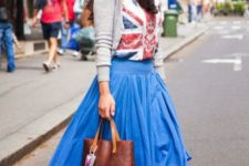 With t-shirt, gray cardigan, tote bag and colorful sneakers