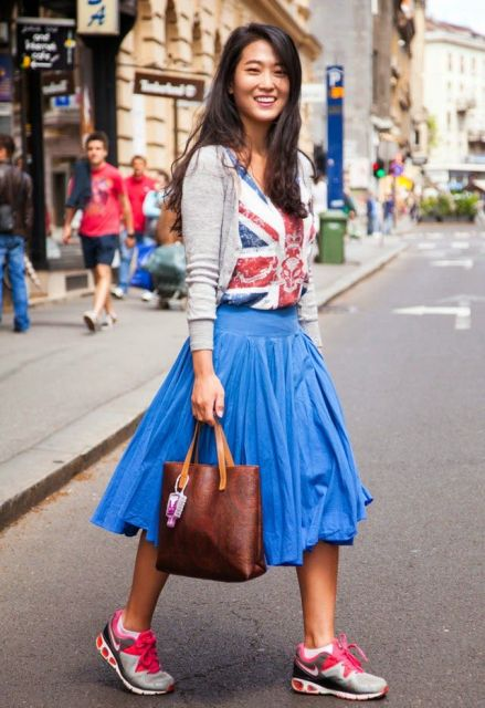 With t shirt, gray cardigan, tote bag and colorful sneakers