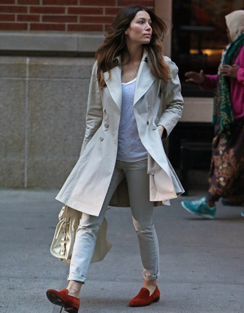 With white shirt, beige coat, cuffed pants and white bag