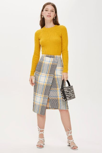 With yellow sweater, printed bag and white lace up sandals