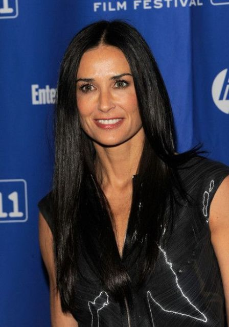 Demi Moore's long straight cut can be a nice example of what's trendy this year