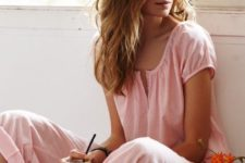 14 pink cotton pyjamas with a girlish short sleeve top and cropped pants are amazingly feminine