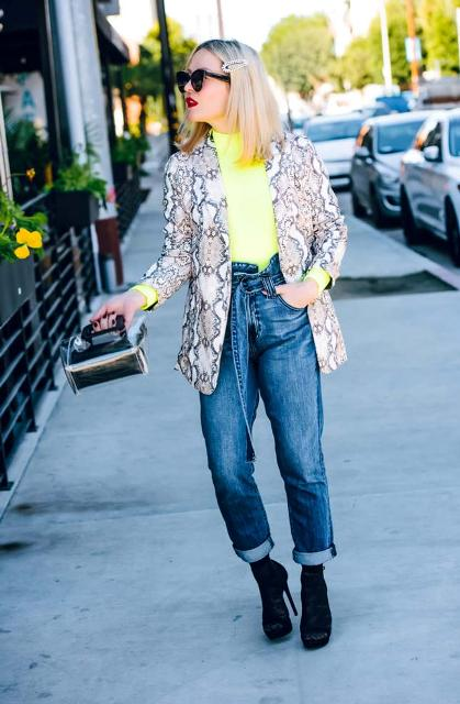 With neon t-shirt, cuffed jeans, bag and black high heels