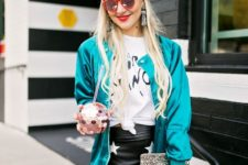 With t-shirt, beige beret, clutch and star printed skirt