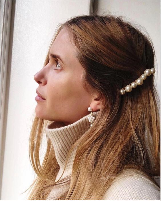 a cool pearl barrette and matching pearl earrings for a trendy look this spring and summer