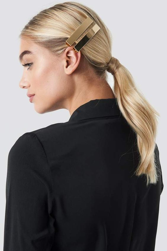 a double gold hair clip is a gorgeous way to look minimalist yet very trendy