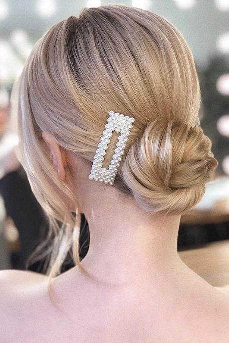 a low bun accented with a rectangle pearl hair clip is a cool trendy idea to rock