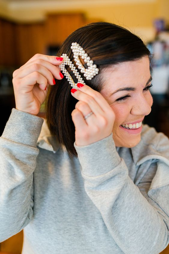statement matching pearl hair clips are amazing for a glam touch and a trendy feel in any look
