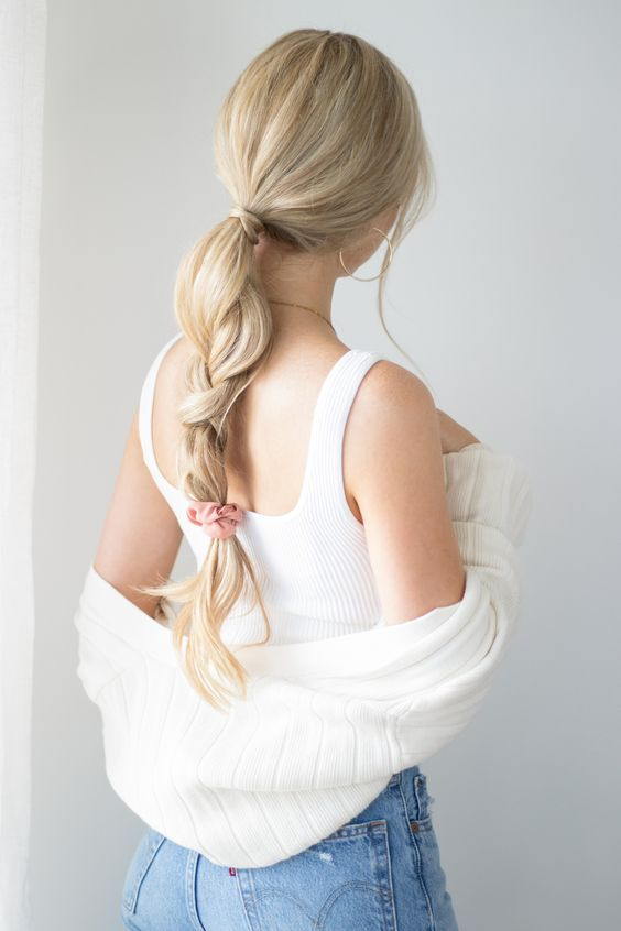 a messy and slouchy low braid with a sleke top and a pink hair tie can be made on the go