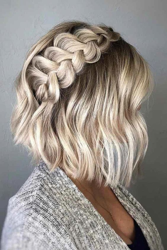 a wavy and short hairstyle with a large milk braid on top is a cool idea
