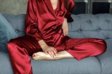 08 red silk pajamas with long sleeves and pants are amazing, both in color and fabric