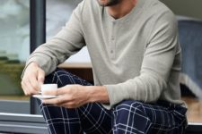 08 simple pajamas with navy printed pants, a grey long sleeve tee is always a good idea to relax at home