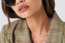 16 hexagonal sunglasses with a slight vintage touch are a cool and trendy idea to rock this year