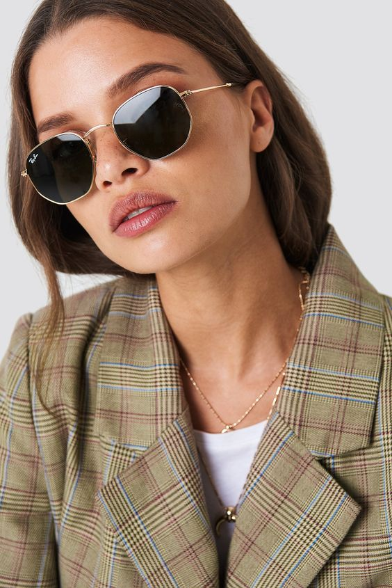 hexagonal sunglasses with a slight vintage touch are a cool and trendy idea to rock this year