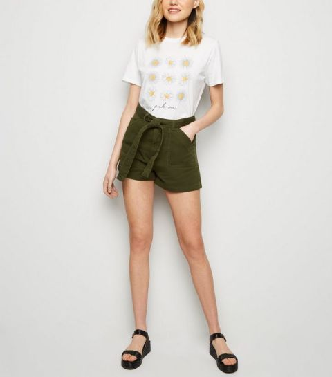 With printed t-shirt and black platform shoes