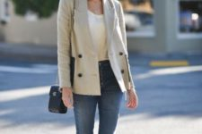 With shirt, skinny jeans, chain strap bag and white flat shoes