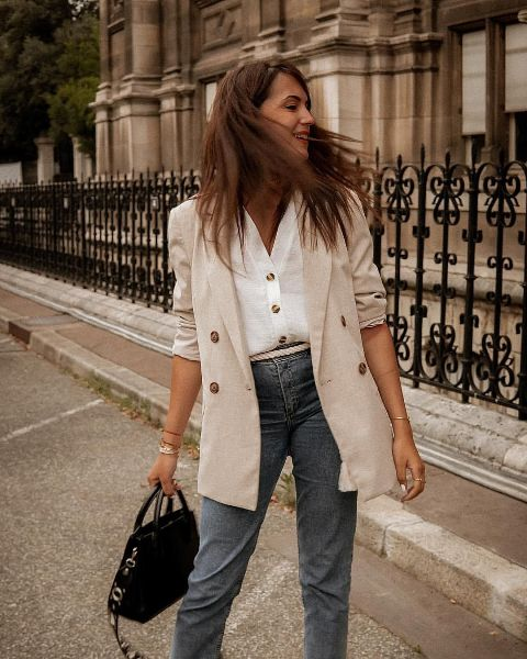 With white shirt, high-waisted jeans and black bag