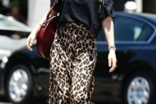 a spring look with sandals and a leopard skirt