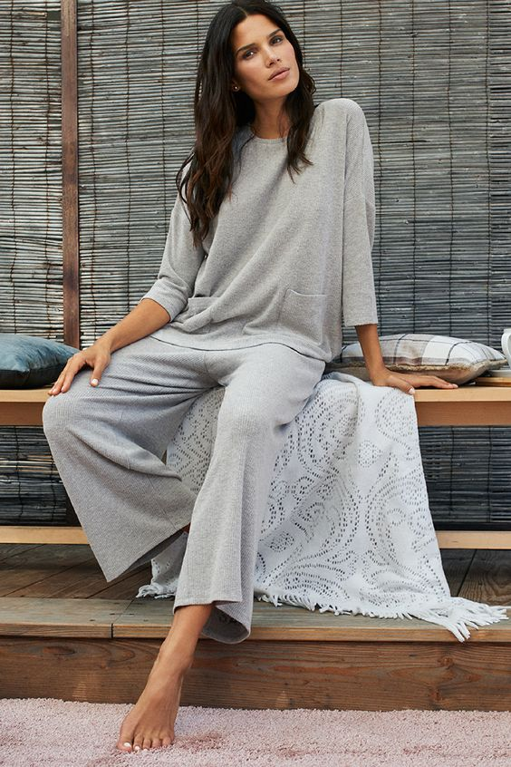 a casual grey loungewear suit with an oversized top with pockets and wideleg pants looks cool