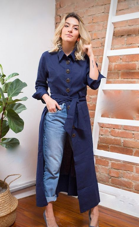 a midi linen shirtdress with large buttons, light blue cuffed jeans and grey heels for a chic and stylish look