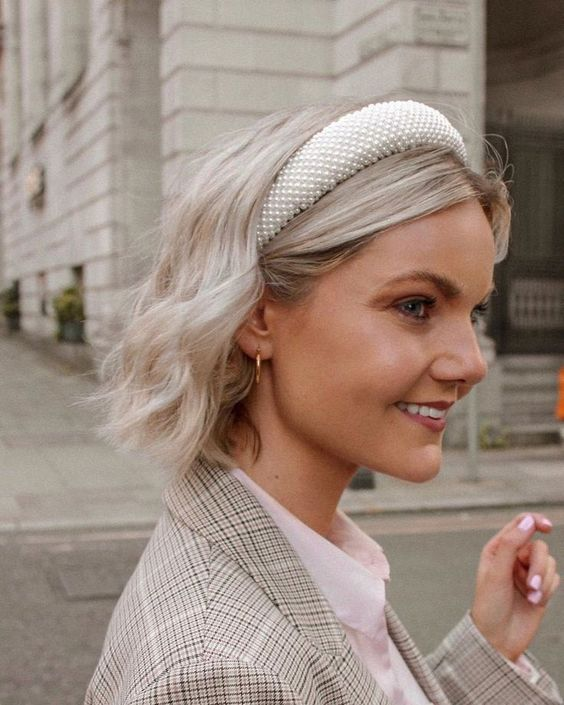 an elegant white pearl headband will give a touch of retro chic to your home outfit