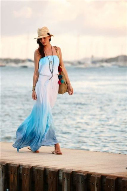 With beige hat, tote bag and flat sandals