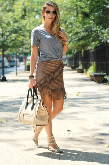 With gray t-shirt, beige and black bag and printed shoes