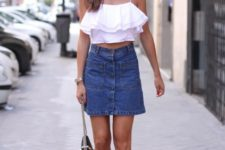 With ruffled top, black lace up flat sandals and black bag