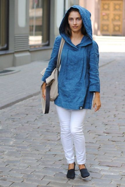 With white skinny trousers, linen bag and navy blue shoes
