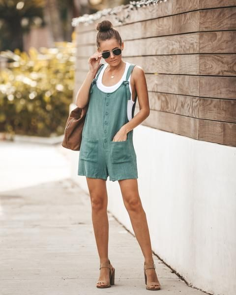With white top, brown tote bag and sandals
