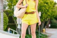 With wide brim hat, brown belt, beige tote bag and flat sandals