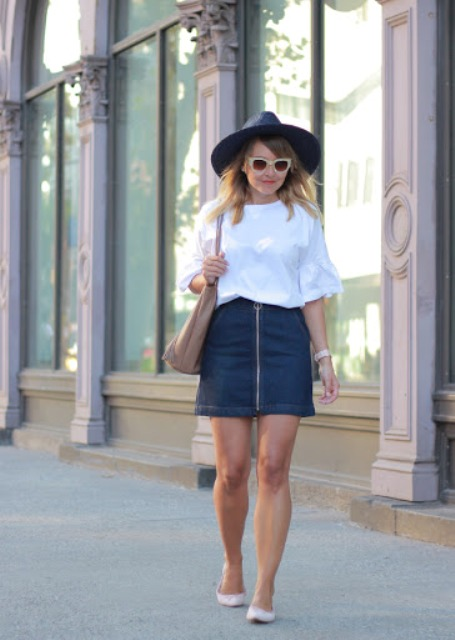 With wide brim hat, white loose t-shirt, beige tote bag and flat shoes