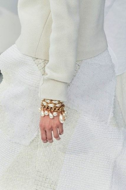 a gorgeous chain and baroque pearl bracelet is a bold fashion statement for any look