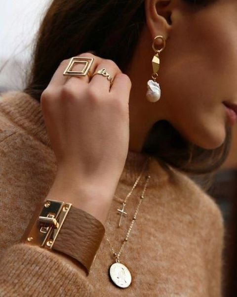 a statement bracelet of brown leather with a gold lock looks very stylish and very bold