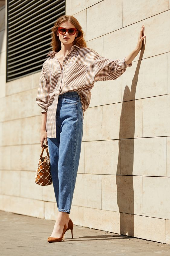 a summer to fall look in baggy jeans