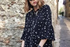 With rounded sunglasses and black tote bag
