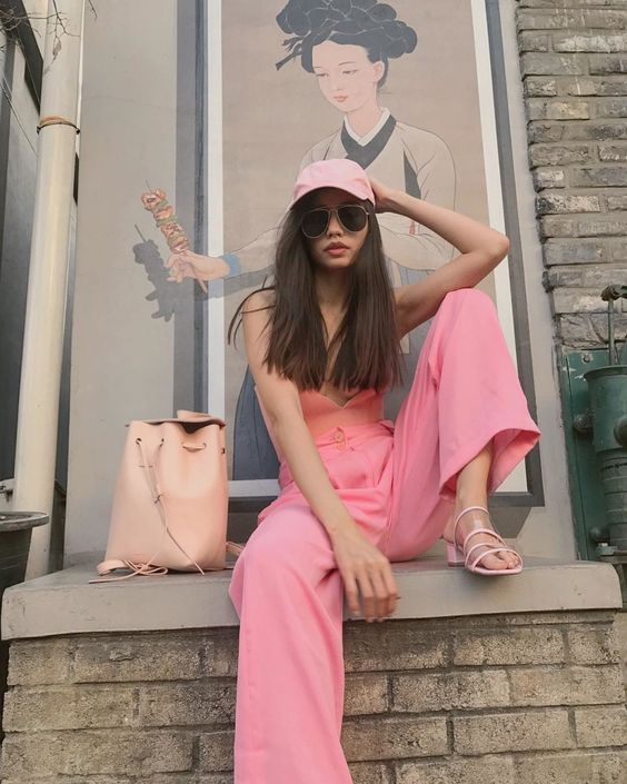 pink paper bag pants are perfect for summer looks