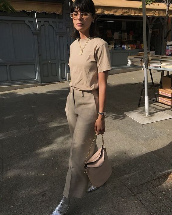 a tan t shirt, tan linen culottes, silver shoes and a blush bag to stand out this summer