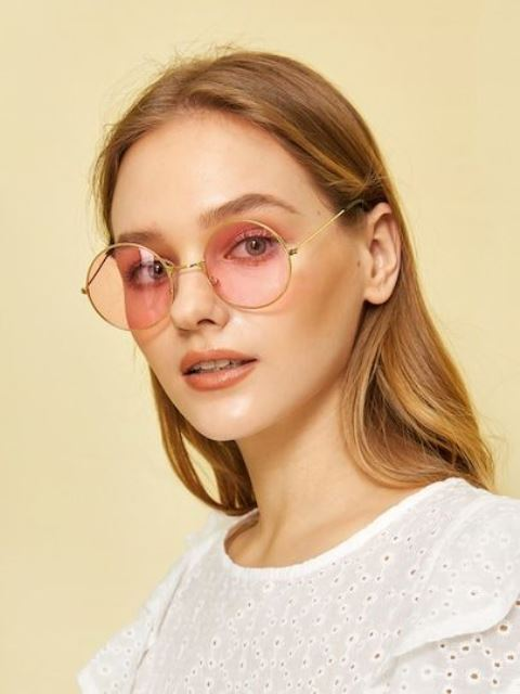 pastel pink round sunglasses ina  gold frame are elegant and retro-like, which is veyr hot for now