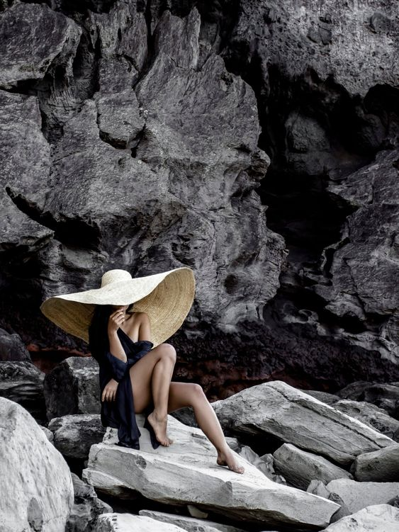 a black long coverup over a swimsuit paired with an oversized hat will create a wow effect