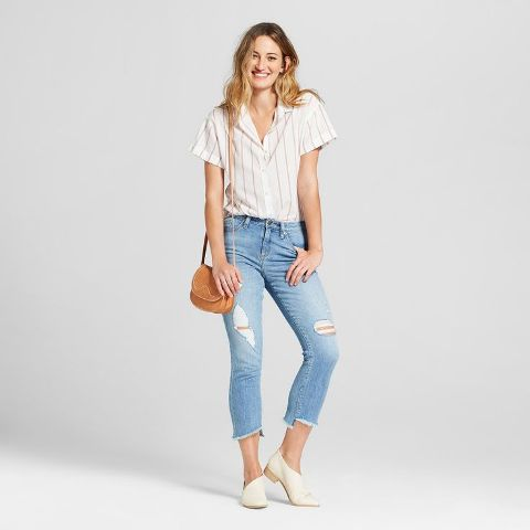 With distressed cropped jeans, brown bag and beige flat shoes