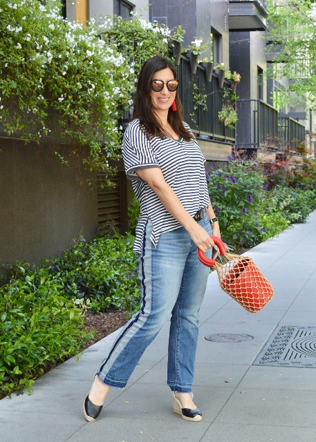 With striped t-shirt, brown bag and black shoes