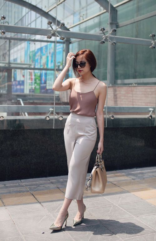 a mauve spaghetti strap top, neutral cropped pants, silver shoes and a brown bag for summer