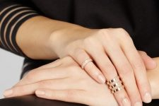 only midi rings – a rhinestone one and a triple polished one look very modern