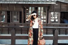 14 a white tee, black pants, white sneakers, a rust-colored bag and a floral trench for a touch of print and color